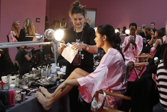 Victoria's Secret Fashion Show : En direct des backstages : Adriana Lima