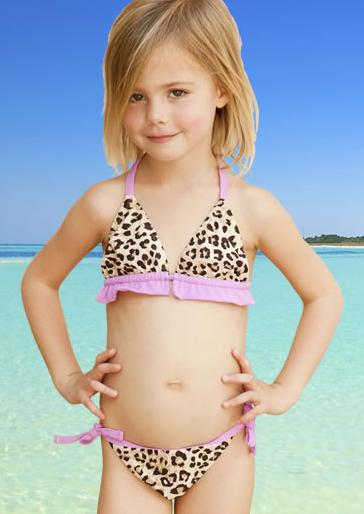 Polémique: Liz Hurley est accusée de dévergonder les petites filles…
