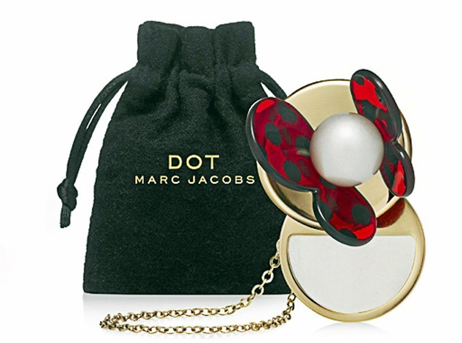 Collier parfum solide DOT, Marc Jacobs 40€.