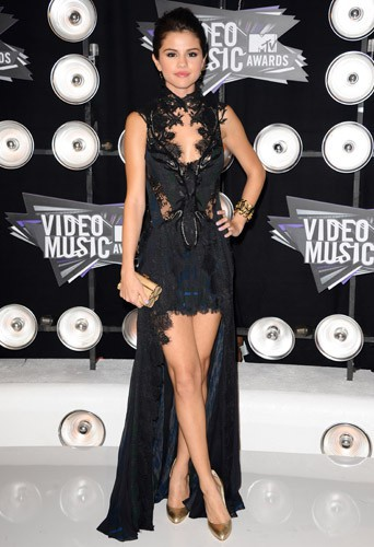 Selena Gomez en Julien McDonald aux MTV Video Music Awards, le 28 Août 2011.