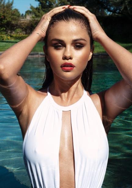 Selena Gomez, naïade ultra sexy dans son dernier shooting photos !