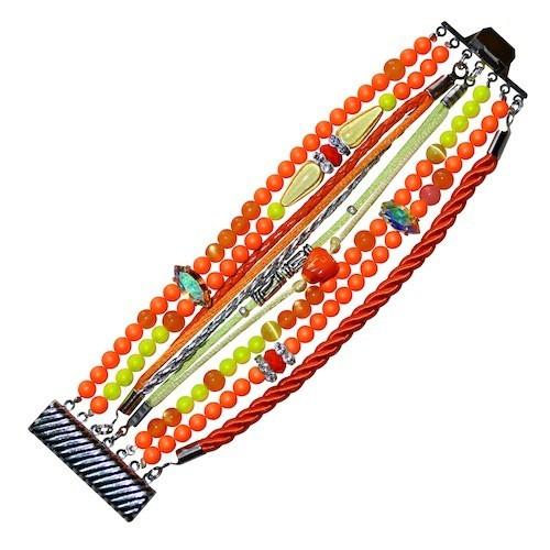 Bracelet multirang à perles, Una Nox www.unanox.com 80 €