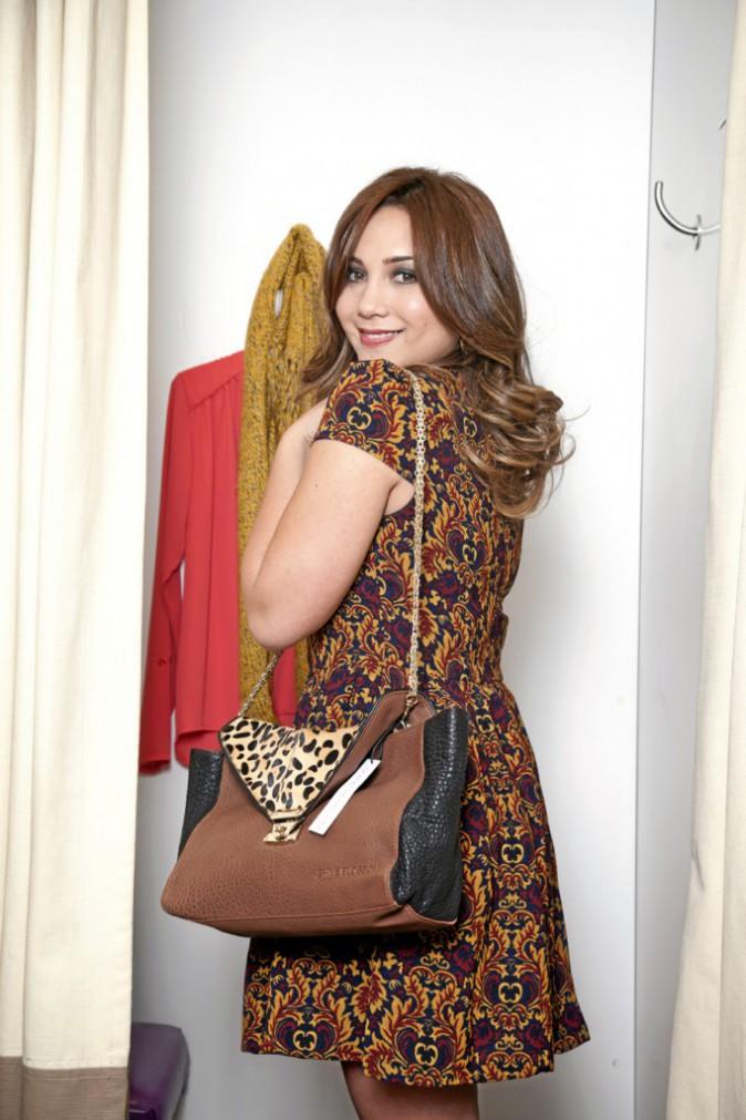 Leslie : Robe imprimé tapisserie, See U Soon, prix soldé : 49€, sac en cuir et poulain, Shine Blossom, prix soldé : 145€