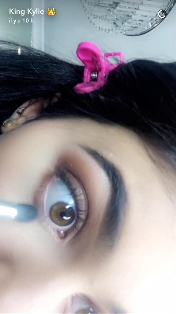 Prenez une leçon de maquillage avec Kylie Jenner - étape 19