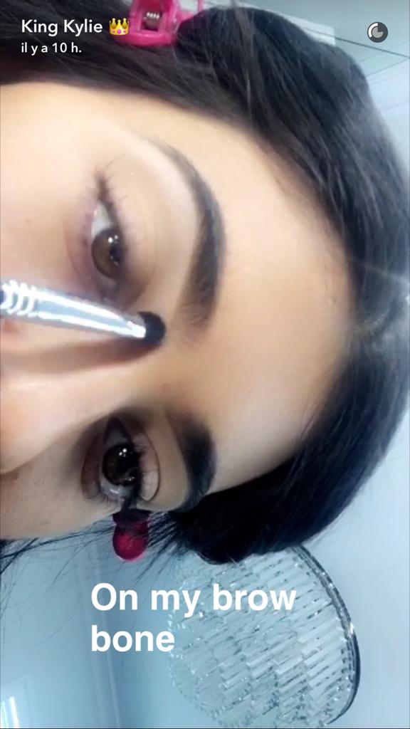 Prenez une leçon de maquillage avec Kylie Jenner - étape 2