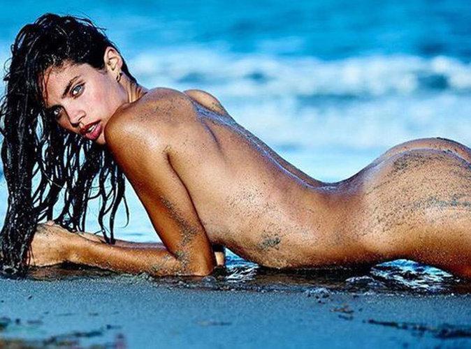 Sara Sampaio : naïade complètement nue, elle fait monter la température !