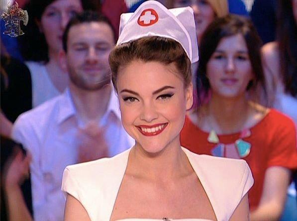 En infirmière, la petite coquine !