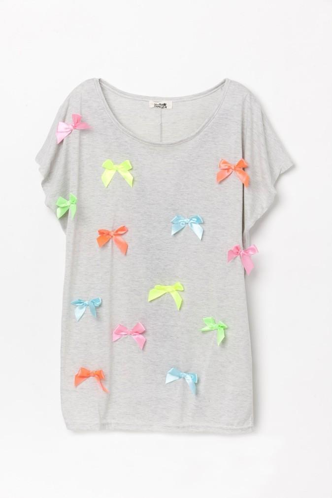 T-shirt blanc avec nœuds colorés, Molly Bracken. 25 €