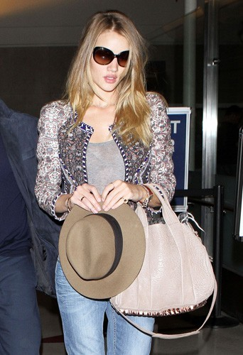 Rosie Huntington-Whiteley portant la veste zippée Isabel Marant