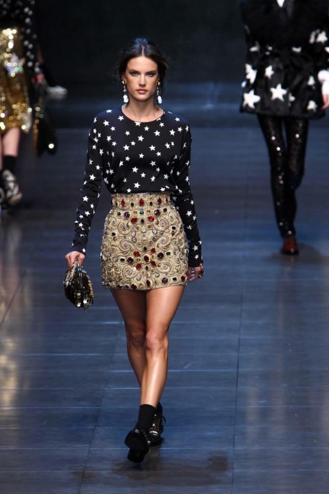 Alessandra Ambrosio défilé pour Dolce & Gabbana automne hiver 2011/12