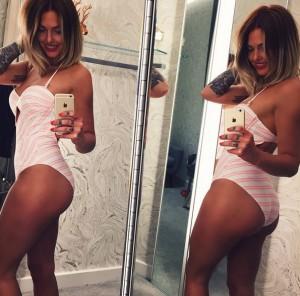 Caroline Receveur se prend pour Kim Kardashian