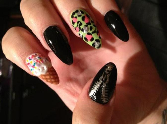 A qui sont ces ongles complèment fous ?