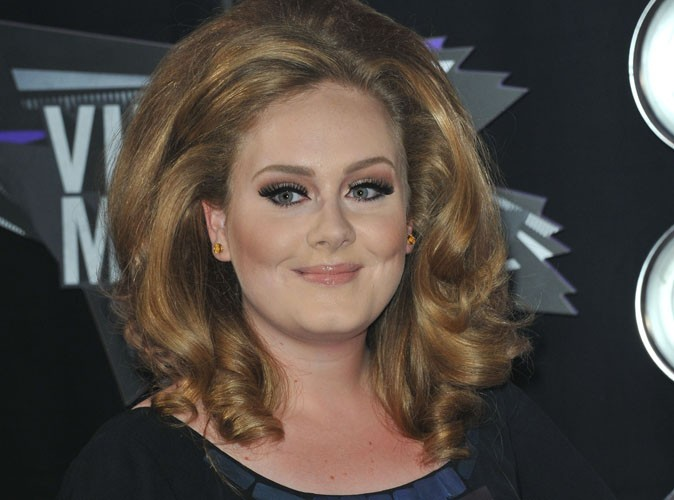 Adele : aphone, elle parle grâce à son téléphone !