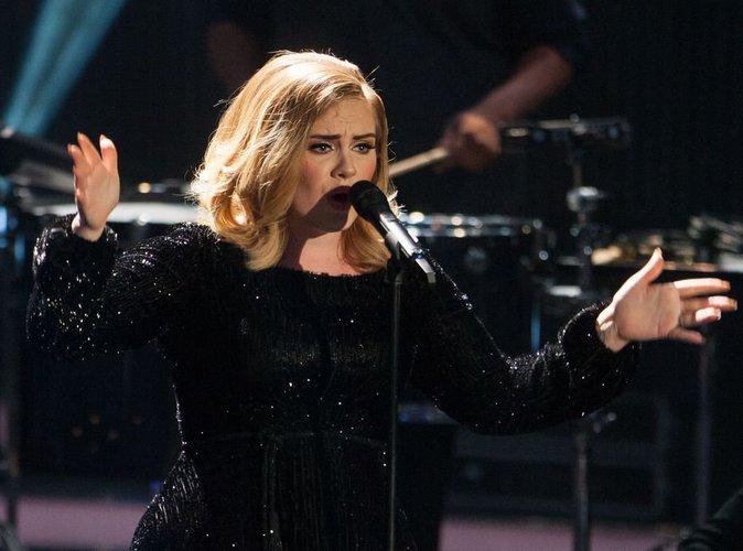 Adele : La voilà qui lance une collection de vêtements grande taille !