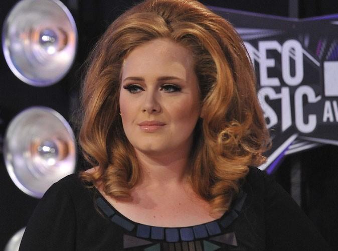 Adele : très malade, elle annule complément sa tournée américaine !
