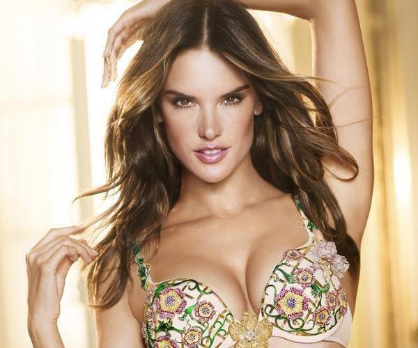 Alessandra Ambrosio : choisie pour porter le luxueux soutien-gorge fantaisie de Victoria's Secret !