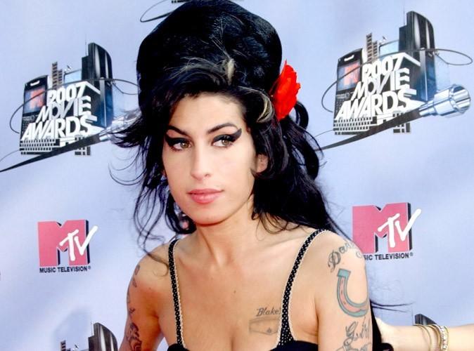 """Amy Winehouse : """"morte seule dans son lit"""""""