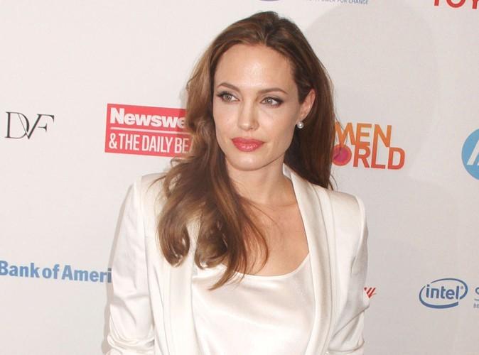 Angelina Jolie : elle déteste sa bague de fiançailles !