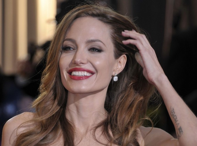 Angelina Jolie : une working-girl fière de son gros diamant !