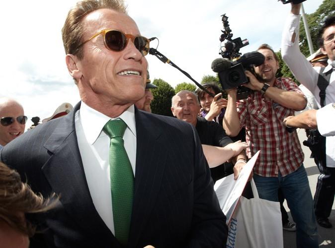 Arnold Schwarzenegger : il a signé des autographes sur la tombe de sa maman !