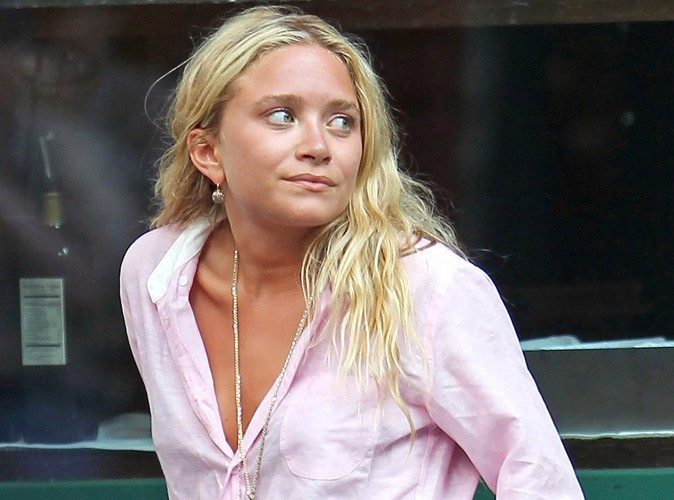 Ashley Olsen : incroyable, elle sourit et elle s'amuse !