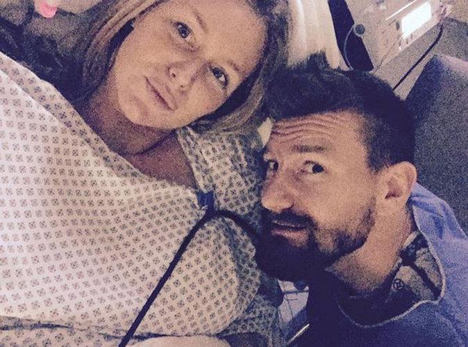 Aurélie Van Daelen : prête à devenir maman, elle prend un selfie en salle d'accouchement !