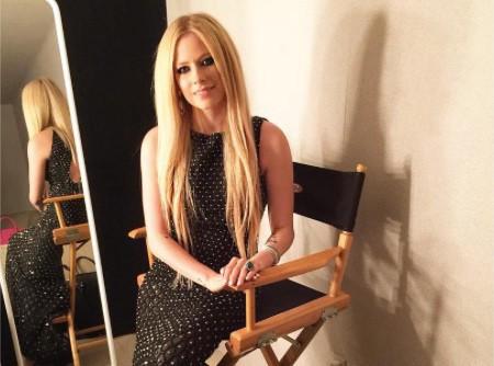 Avril Lavigne : Elle n'apprécie pas d'être comparée à Taylor Swift et le fait savoir !