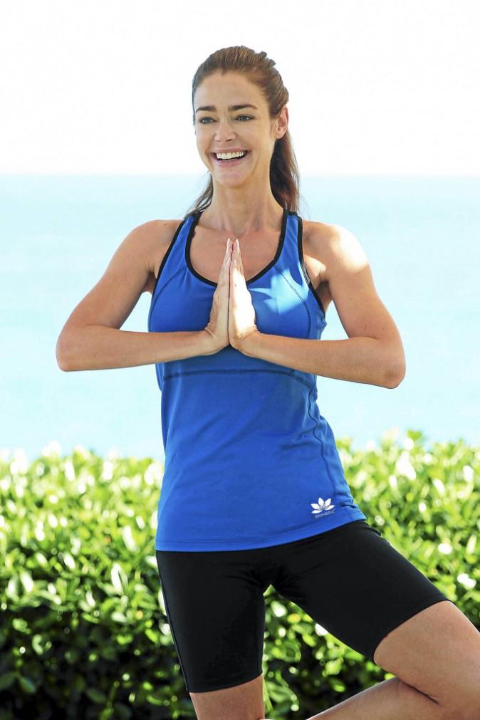 Denise Richards : Le yoga, le truc de Denise pour rester zen en toutes circonstances.