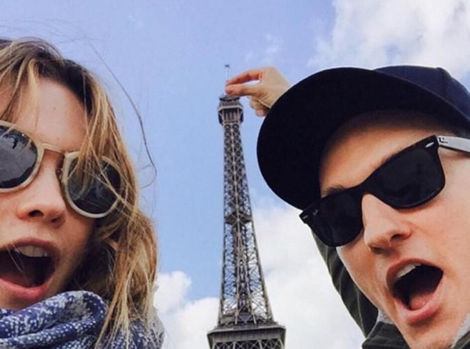 Behati Prinsloo joue les touristes à Paris... Avant de briller pour Tommy Hilfiger !