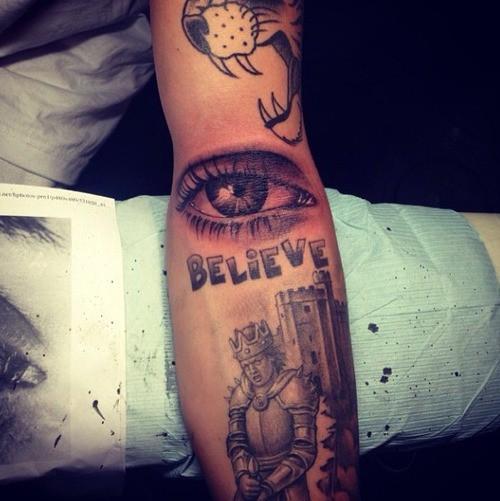 Justin Bieber profite des vacances pour se faire de nouveaux tattoos... Mauvaise idée !