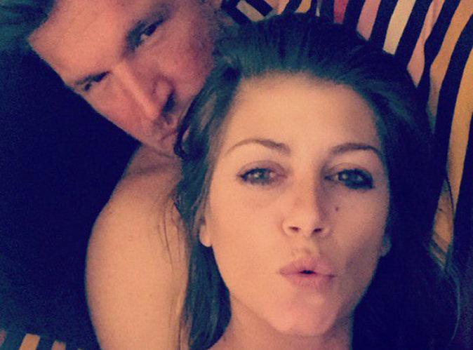 """Benjamin Castaldi : selfie avec sa chérie, il est """"in love"""" !"""