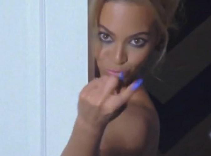 Beyoncé : une femme fatale qui se métamorphose dans le making-off de son calendrier 2014 !