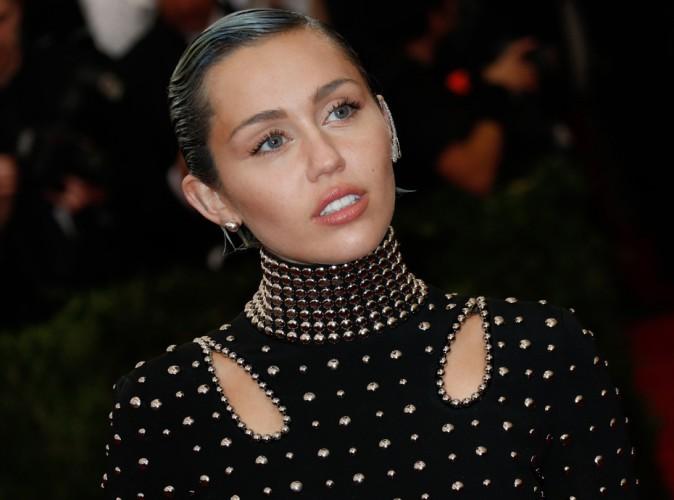 Bi or not to bi ? Miley Cyrus laisse planer le doute sur sa sexualité !