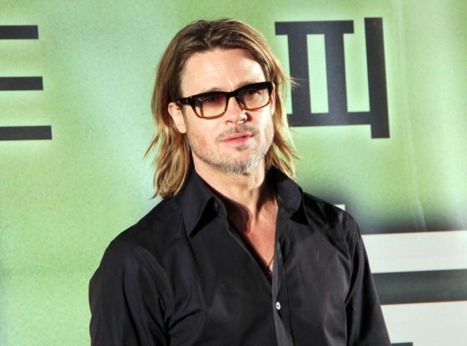 Brad Pitt : blessé, il se déplace désormais à l'aide d'une canne !