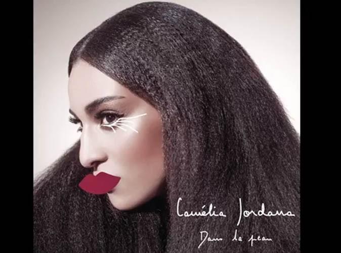 """Camélia Jordana : elle revient à la musique et dévoile le très réussi """"Sur la peau"""" !"""