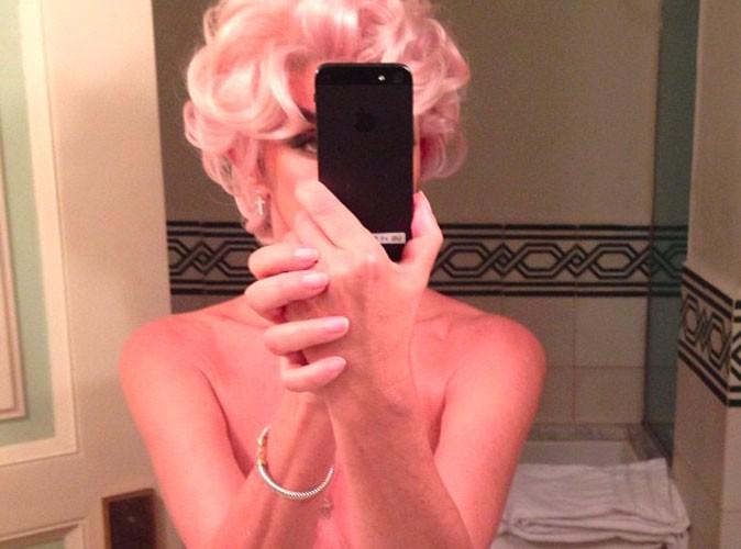 Carine Roitfeld : l'ex rédactrice en chef de Vogue PARIS s'expose nue sur les réseaux sociaux !