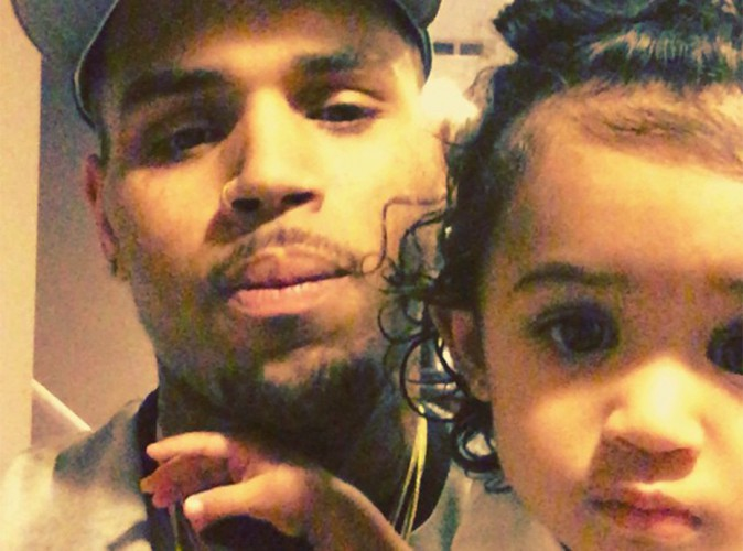 "Chris Brown dénonce le comportement ""inacceptable"" de la mère de sa fille !"