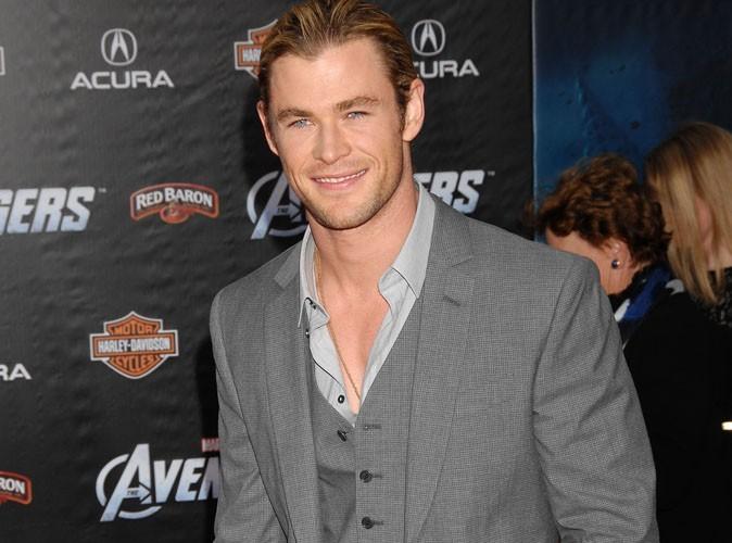 """Chris Hemsworth : """"Ma mère pense que je suis le plus féminin de ses trois fils"""""""