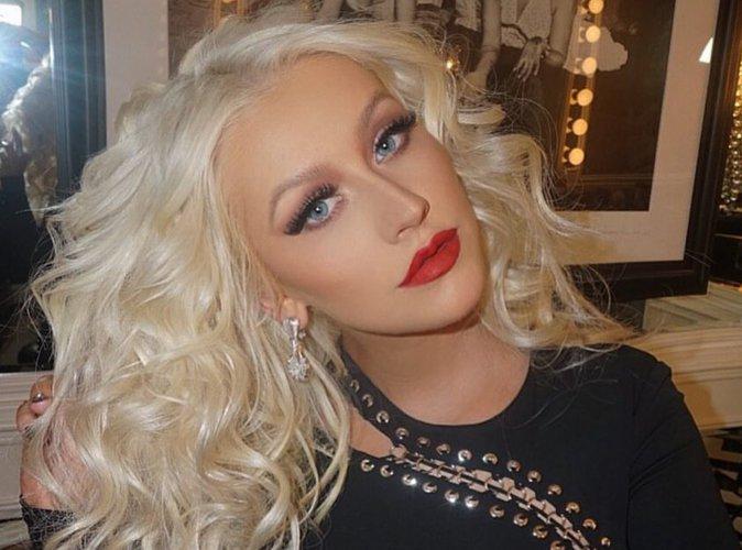 Christina Aguilera (The Voice) : torride, elle embrasse une candidate sur la bouche !
