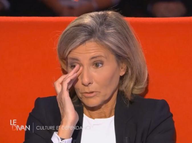 Claire Chazal émue aux larmes, elle évoque son manque de confiance…