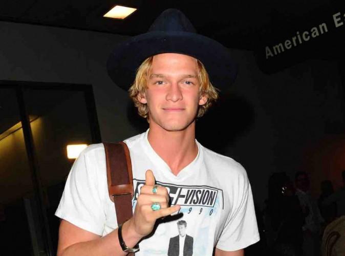 """Cody Simpson : """"la vie de célibataire est plutôt cool"""" !"""