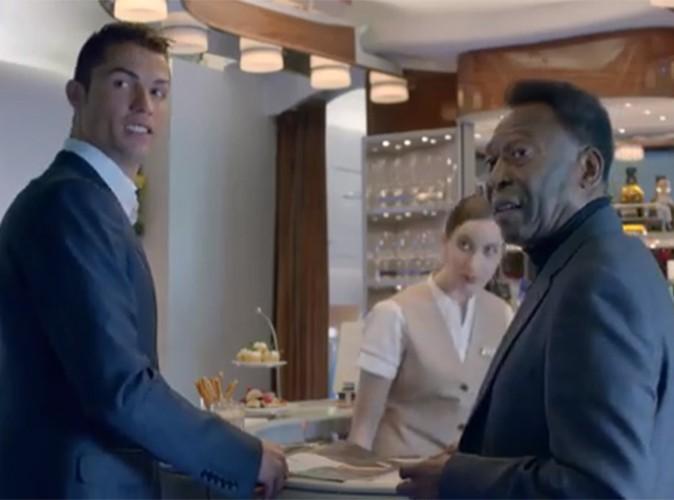 """Cristiano Ronaldo : le nouvel ambassadeur Emirates dévoile fièrement un spot publicitaire avec le """"Roi Pelé"""" !"""