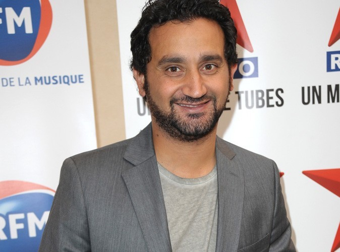 cyril hanouna il canarde un poste de police. Black Bedroom Furniture Sets. Home Design Ideas