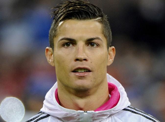 http://cdn2-public.ladmedia.fr/var/public/storage/images/news/decouvrez-le-geste-incroyable-de-cristiano-ronaldo-645054/8693868-1-fre-FR/Decouvrez-le-geste-incroyable-de-Cristiano-Ronaldo_portrait_w674.jpg