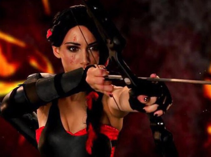 Delphine Wespiser se prend pour Katniss Everdeen !