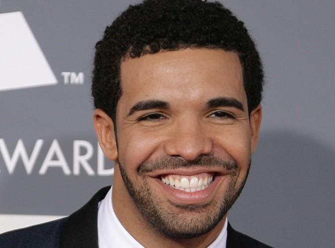Drake : le chanteur fait pleuvoir 50000$ dans un club de striptease !