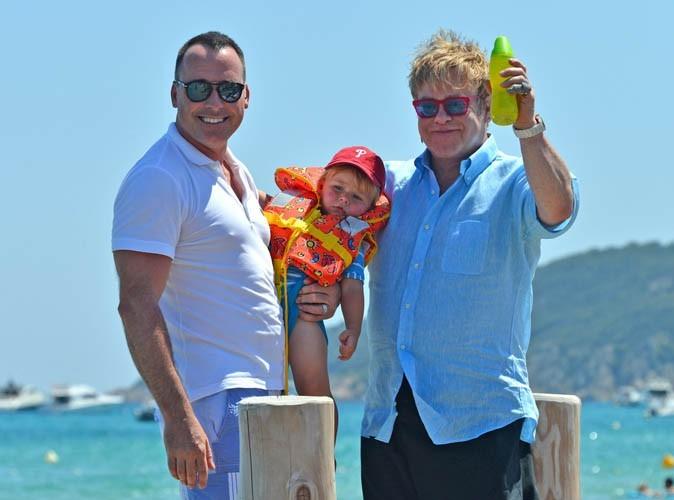 Elton John : il a payé la mère porteuse de son deuxième enfant 23 000 euros ...