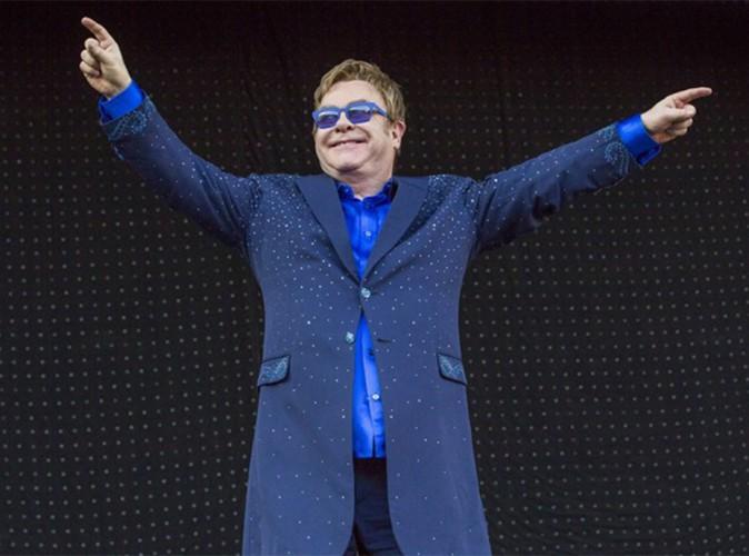 Elton John : six grands palmiers, des fleurs coupées à 112 mm… que de caprices aux Vieilles Charrues !