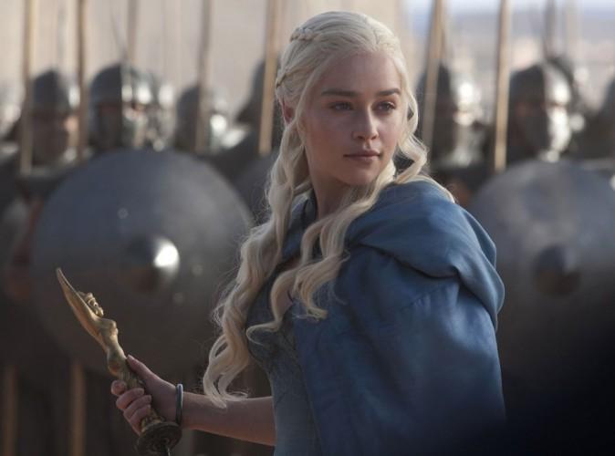 Emilia Clarke pousse un violent coup de gueule contre Game of Thrones !