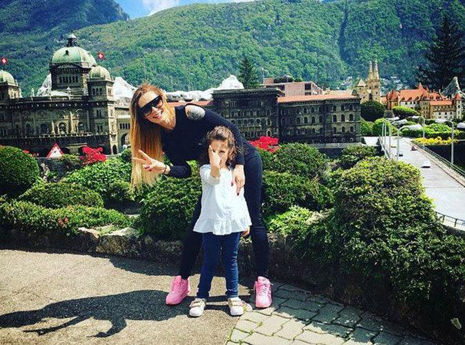 Emilie Nef Naf : radieuse, elle s'éclate en Suisse avec sa fille !